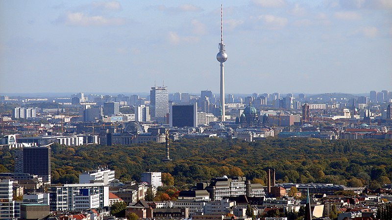 800px-Berlin_Skyline_Fernsehturm_02
